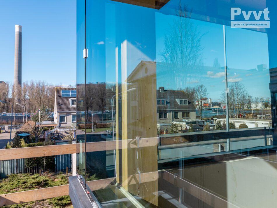 In onze timmerfabriek in Den Bosch wordt hard gewerkt aan de productie van de houtskeletbouw (HSB) wanden voor project HoutWerk. Het lijkt net Tetris voor gevorderden! Onze zusteronderneming Woody Building Concepts realiseert dit duurzame kantoorgebouw met een hoofddraagconstructie van CLT hout. Pvvt verzorgt de binnenspouwbladen en borstweringen in HSB.